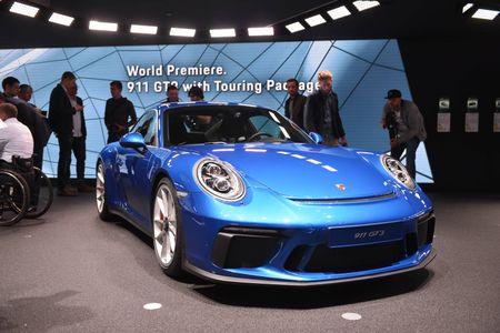 Porsche 911 GT3 cuon hut hon voi goi trang bi Touring - Anh 2
