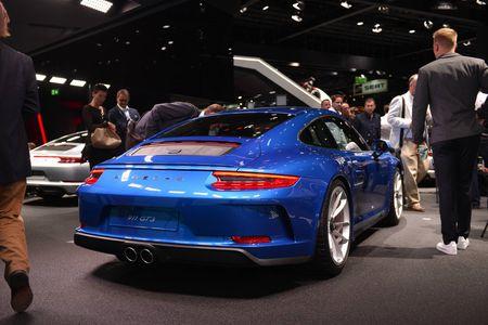 Porsche 911 GT3 cuon hut hon voi goi trang bi Touring - Anh 4
