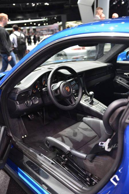 Porsche 911 GT3 cuon hut hon voi goi trang bi Touring - Anh 6