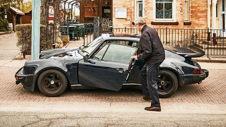 Chang duong hon 1 trieu cay so cua chiec Porsche 911 Turbo 42 nam tuoi - Anh 1