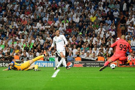 HLV Zidane: 'Ronaldo la cau thu xuat sac nhat the gioi' - Anh 1