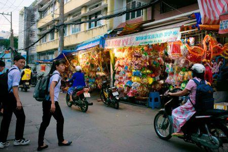 Lang long den giay kieng hoi sinh giua Sai Gon - Anh 14