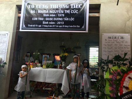 Lao xuong ao cuu con, 2 me con cung chet duoi: Thuong tam canh 4 dua be coi cut vi thieu me - Anh 1