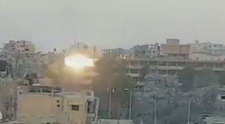 IS dien cuong tu chien nguoi Kurd tai Raqqa (video) - Anh 1