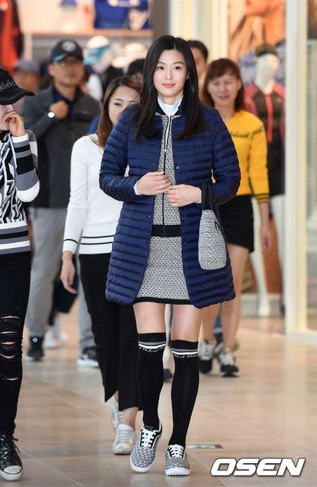 'Mo chanh' Jeon Ji Hyun be bung bau 7 thang di su kien - Anh 1