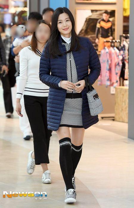 'Mo chanh' Jeon Ji Hyun be bung bau 7 thang di su kien - Anh 3