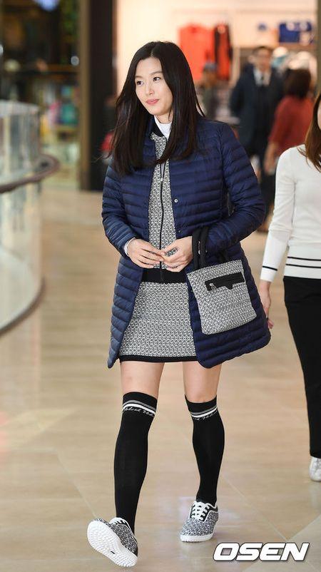 'Mo chanh' Jeon Ji Hyun be bung bau 7 thang di su kien - Anh 5