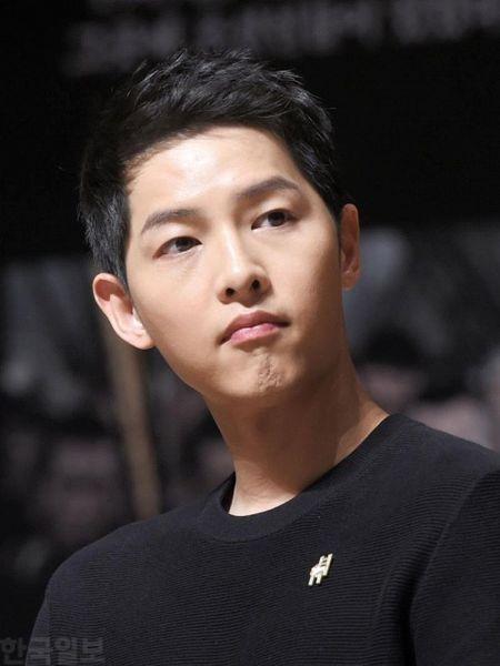 Song Joong Ki tu choi dong phim thay ma vi 'co dau thang 10' Song Hye Kyo - Anh 1
