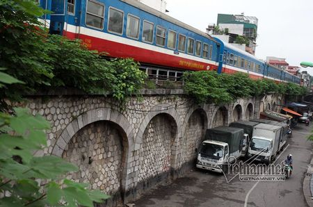 Gan 100 ty dong duc thong 127 vom cau tram tuoi - Anh 1