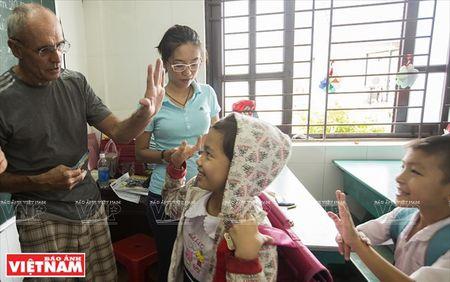 Thay Rick day tieng Anh cho tre em ngheo Thanh pho Ho Chi Minh - Anh 10