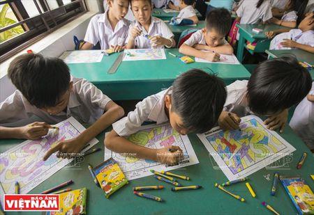 Thay Rick day tieng Anh cho tre em ngheo Thanh pho Ho Chi Minh - Anh 11