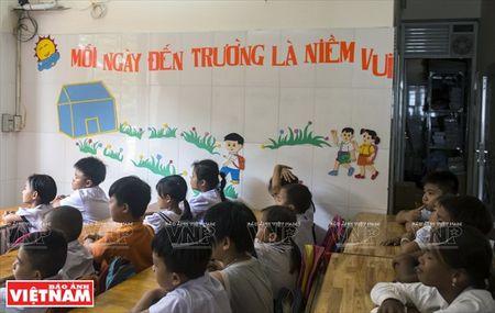 Thay Rick day tieng Anh cho tre em ngheo Thanh pho Ho Chi Minh - Anh 2
