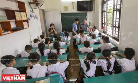 Thay Rick day tieng Anh cho tre em ngheo Thanh pho Ho Chi Minh - Anh 3
