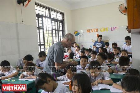 Thay Rick day tieng Anh cho tre em ngheo Thanh pho Ho Chi Minh - Anh 5
