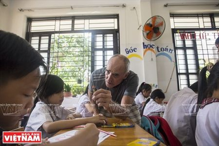 Thay Rick day tieng Anh cho tre em ngheo Thanh pho Ho Chi Minh - Anh 6