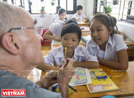 Thay Rick day tieng Anh cho tre em ngheo Thanh pho Ho Chi Minh - Anh 9