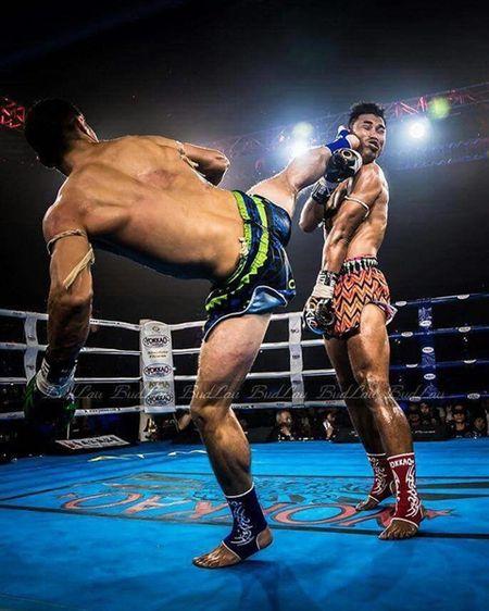 Nha vo dich Muay Thai bi knock-out boi mot cu da - Anh 1