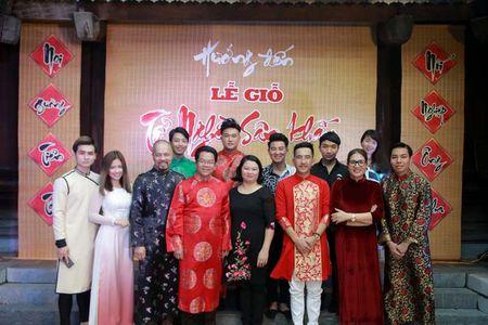 MC Phan Anh duoc de cu ton vinh nghe si tre tai dem Gio To san khau - Anh 1