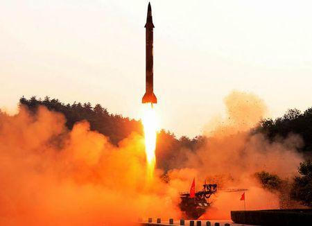 Chuyen gia: 'Khong co cach nao' ngan duoc Kim Jong-un - Anh 2