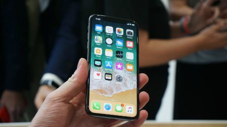 iPhone X so gang cung Galaxy Note 8: Ai ngon hon? - Anh 2