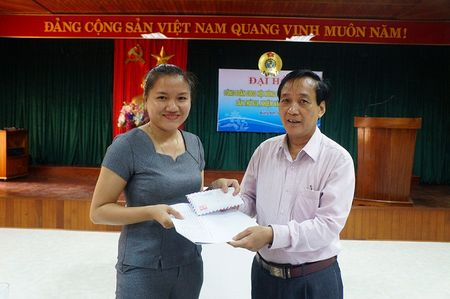 Vu bao hiem bi to cham boi thuong: Da tra tien cho nong dan - Anh 1