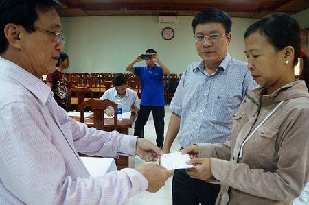 Vu bao hiem bi to cham boi thuong: Da tra tien cho nong dan - Anh 2