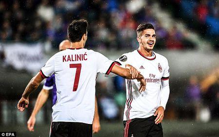 Andre Silva lap hat-trick, AC Milan khoi dau day thach thuc tai Europa League - Anh 1
