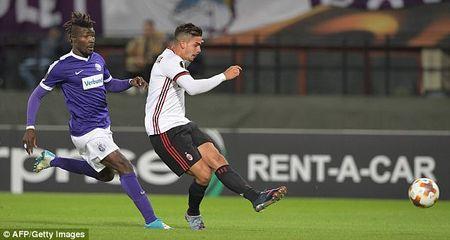 Andre Silva lap hat-trick, AC Milan khoi dau day thach thuc tai Europa League - Anh 3