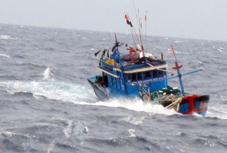 10 thuyen vien Thanh Hoa bi mat lien lac trong con bao so 10 - Anh 1