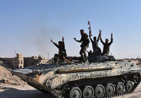 Phien quan IS ben bo vuc sup do o Deir Ezzor - Anh 5
