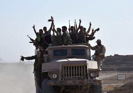 Phien quan IS ben bo vuc sup do o Deir Ezzor - Anh 6