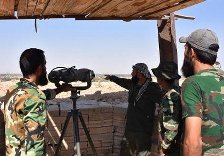 Phien quan IS ben bo vuc sup do o Deir Ezzor - Anh 7