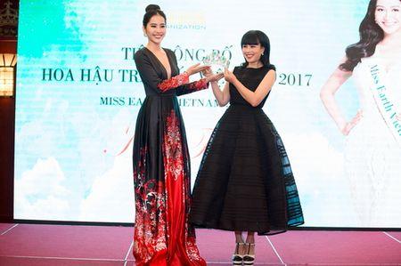 Ha Thu chinh thuc nhan trong trach tham gia dau truong nhan sac Miss Earth 2017 - Anh 17