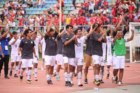 U.18 Thai Lan may man ha Indonesia tren cham 11 m - Anh 3