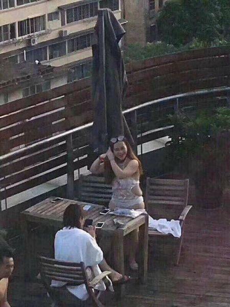 Chang trai 'bat ngua' khi vo tinh chung kien nhan sac hot girl ngoai doi that - Anh 2