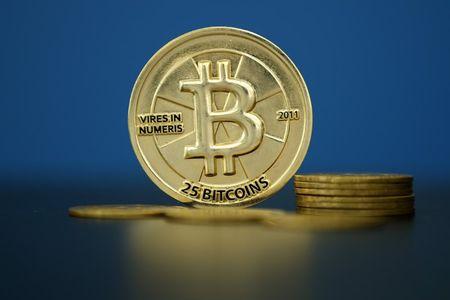 Bitcoin lao doc hon 500 USD do mot san giao dich tien dien tu Trung Quoc tuyen bo se dong cua tu ngay 30/9 - Anh 1