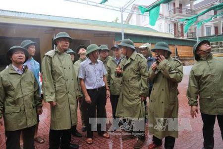 Kiem tra cong tac ung pho voi bao so 10 tai Ha Tinh - Anh 2