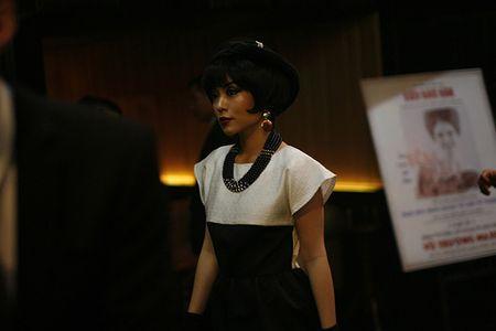 Kim Thu tai xuat, hoi ngo dan my nhan trong 'Co Ba Sai Gon' - Anh 7