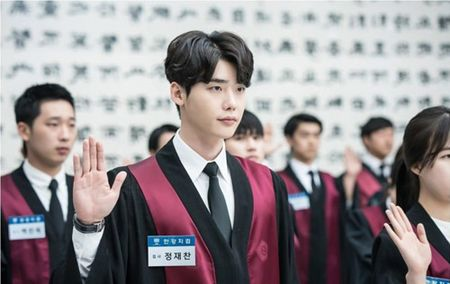 Lee Jong Suk lo canh luom thuom khi o nha khien fan nu boi roi - Anh 3