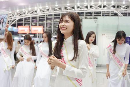 Nu sinh Miss Teen Viet dien ao dai, non la dai nao san bay Han Quoc - Anh 9