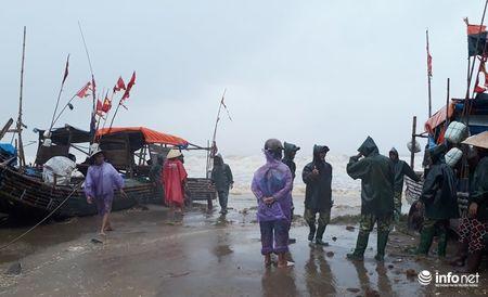 Thanh Hoa: Nguoi dan dam mua keo be tranh bao - Anh 5