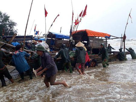 Thanh Hoa: Nguoi dan dam mua keo be tranh bao - Anh 7
