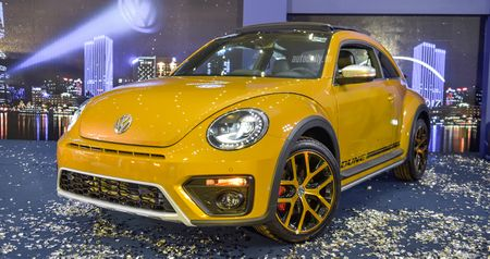 """Chi tiet """"con Bo"""" Volkswagen Beetle Dune 2017 gia 1,469 ty dong - Anh 1"""
