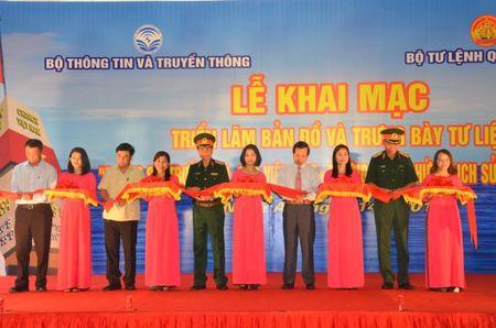 Trien lam ve Hoang Sa, Truong Sa tai Quan khu 4 - Anh 2
