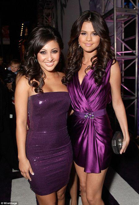 Selena Gomez het benh 'la' vi duoc ban than cho than - Anh 2