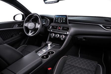 Ra mat xe sang Genesis G70 'dau' Mercedes-Benz C-Class - Anh 5