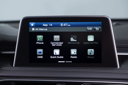 Ra mat xe sang Genesis G70 'dau' Mercedes-Benz C-Class - Anh 6