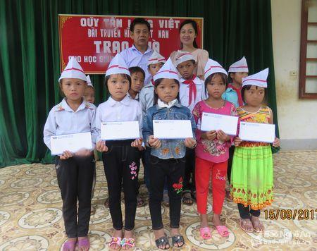 Quy 'Tam long Viet' Dai Truyen hinh Viet Nam tang qua tai Ky Son - Anh 1