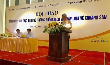 Chinh sach va phap luat ve khoang san huong den phat trien ben vung - Anh 1