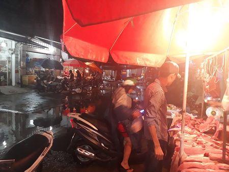 TP. HCM: Hang loat doanh nghiep kinh doanh thuc pham bi xu phat hanh chinh - Anh 1